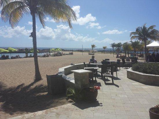 Carambola Beach Club: Mesas externas