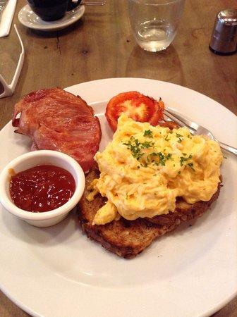 Tasca: New Zealand style bacon, organic farm grown scrambled eggs on toast with grilled tomato