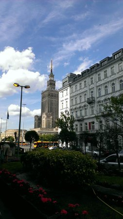 Warsaw Marriott Hotel: View from hotel front