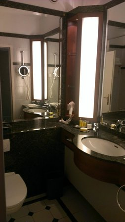 Warsaw Marriott Hotel : bathroom