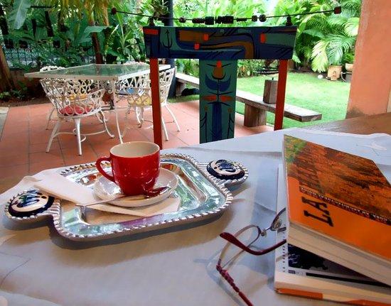 Villa Lou B&B: Café planeando el recorrido
