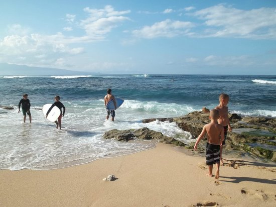 Paia, Havaí: Locals surfing  fun to watch