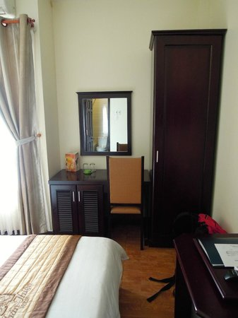 Than Thien Hotel - Friendly Hotel: Desk