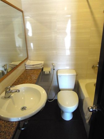 Than Thien Hotel - Friendly Hotel: Bathroom