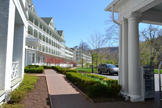 Omni Bedford Springs Resort: Side View