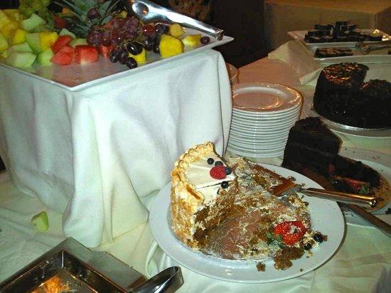 Tiara Restaurant : More desserts