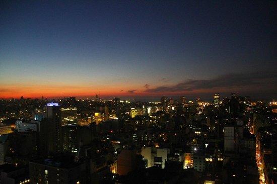 Las Naciones Hotel: Pôr do sol em Buenos Aires. Vista do apartamento - andar Nº 27