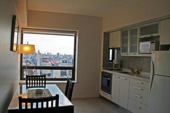 Las Naciones Hotel: Apartamento com mini-cozinha e vista da cidade