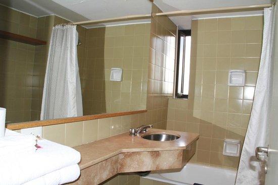 Las Naciones Hotel: vista do banheiro