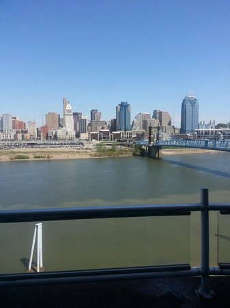 Embassy Suites by Hilton Cincinnati - RiverCenter (Covington, KY): View during the day☆☆☆☆