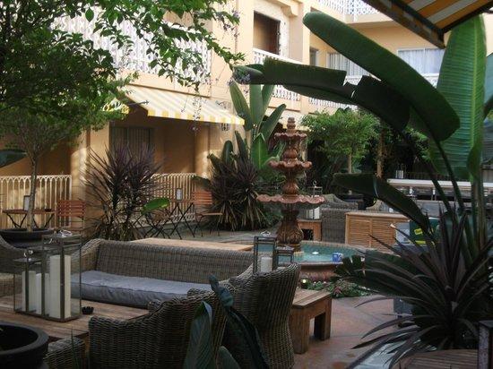 Hollywood Hotel: Terrasse extérieur