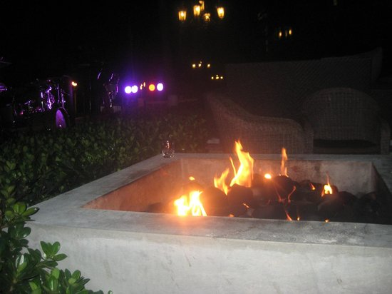 Sandals Royal Bahamian Spa Resort & Offshore Island : fire pit