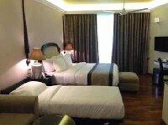 Earl's Regent Hotel: Bedroom