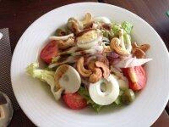 Earl's Regent Hotel: Salad - Lunch time
