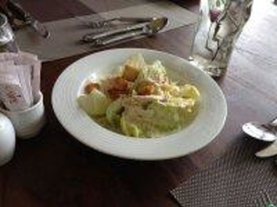 Earl's Regent Hotel: Salad - Lunch time