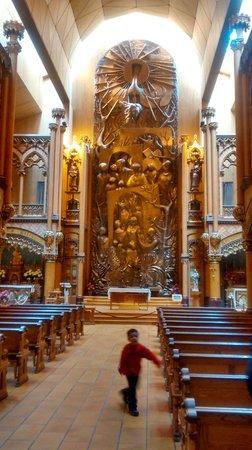 Notre-Dame Basilica: Altar da Capela. Escultura toda em bronze.