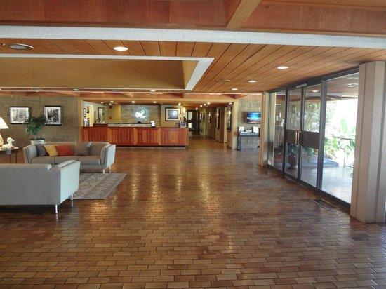 Palm Springs Tennis Club: Lobby
