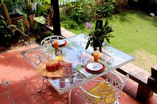 Villa Lou B&B: Cattleyas y desayuno