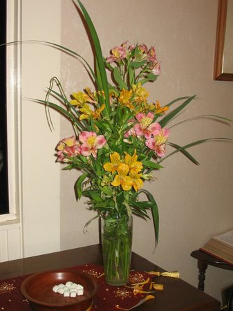 Jacquie Gordon's Bed and Breakfast : Fresh Flowers to greet you