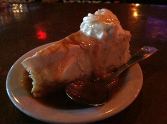 Half Shell Oyster House: Bananas foster cheesecake