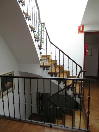 Hotel La Masia: Stairway to room