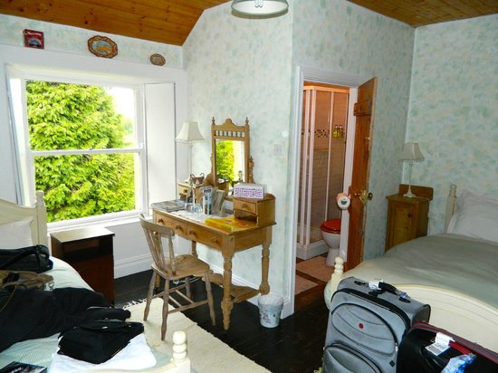 Ardmore Country House : 'Triple' bedroom/bath