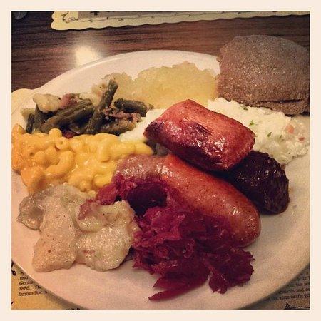 Schmidt's Restaurant und Sausage Haus: Buffet Asortment