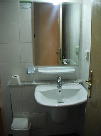 Al Walid Hotel : bathroom