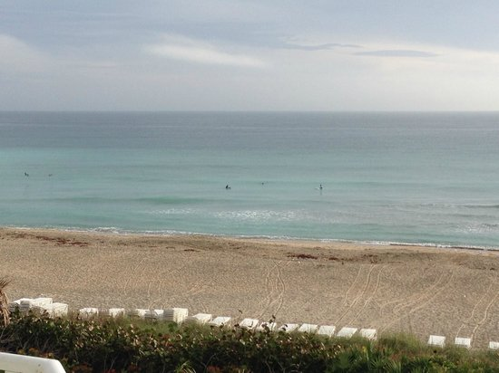 Hutchinson Island Marriott Beach Resort & Marina: View of beach from oceanfront room
