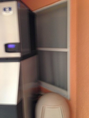 Hutchinson Island Marriott Beach Resort & Marina: View of ice maker right next to bedroom window
