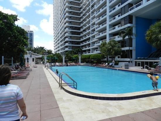 Doubletree by Hilton Grand Hotel Biscayne Bay: piscina no 10 andar