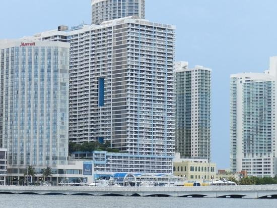 Doubletree by Hilton Grand Hotel Biscayne Bay: visao do hotel da baía no barco