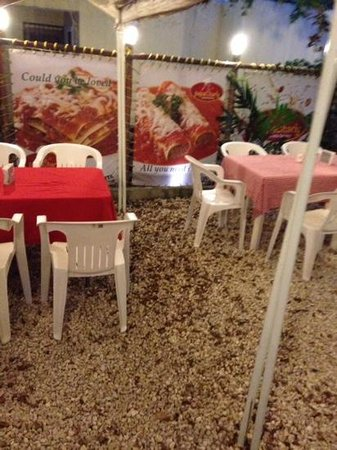 PapaCharly Pasta Factory: seating