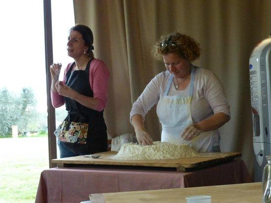 Casa Moricciani : Making pici pasta with Isabella and Carlotta
