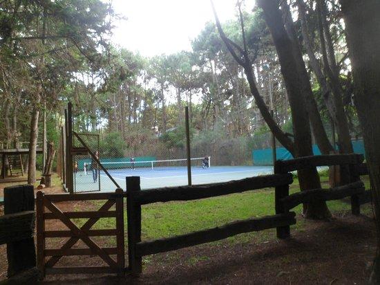 Rincon del Duende: cancha de tenis  . Parque