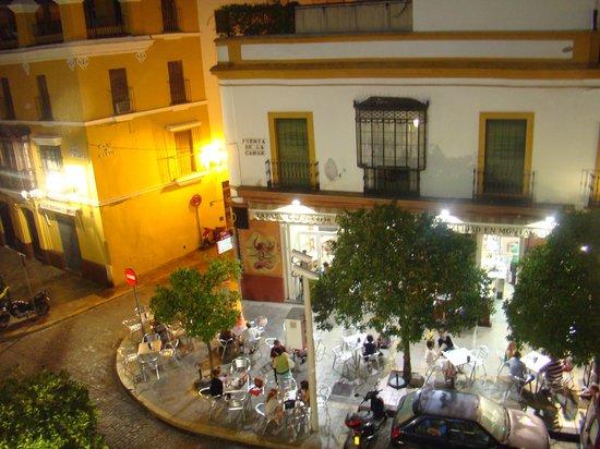 Hotel Puerta de Sevilla : Vista do quarto do hotel a noite