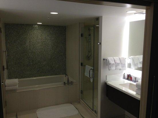 Marriott Marquis Washington, DC: Bath