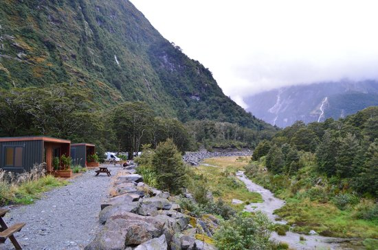 Milford Sound Lodge: cabins along the river