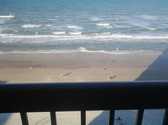 Holiday Inn Express and Suites Oceanfront: Beach view from room