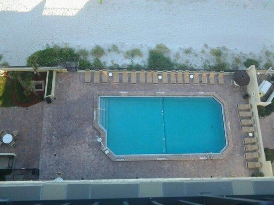 Holiday Inn Express and Suites Oceanfront : The pool