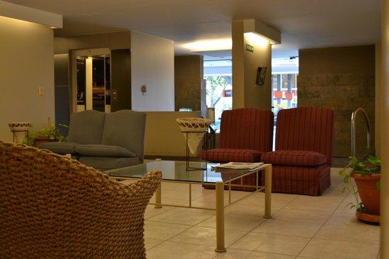 Maue apart hotel : Loby