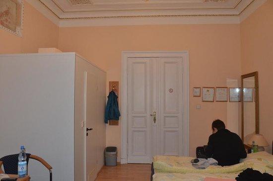 "Hotel Gunia : The ""water closet"""