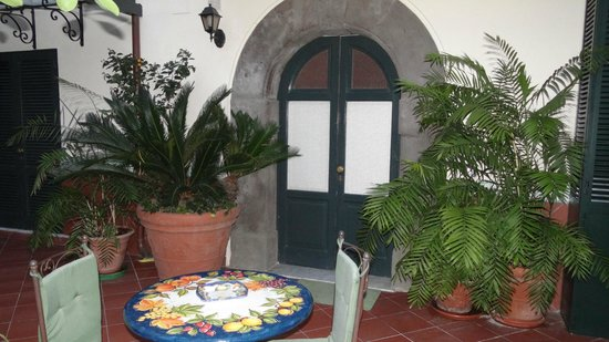 Villa Elisa Casa Vacanze: The entrance to Dahlia room