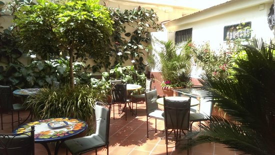 Villa Elisa Casa Vacanze: Beautiful courtyard