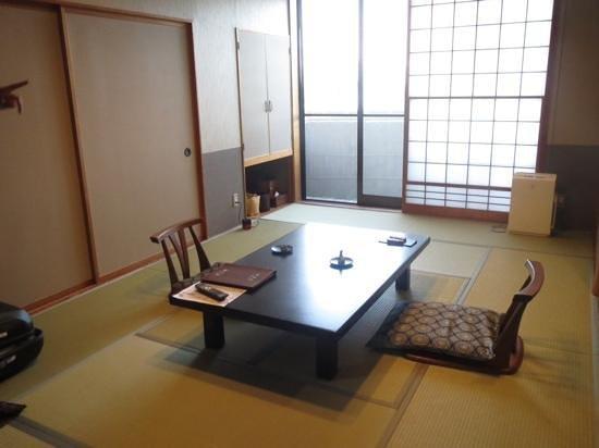 Sounkaku : Our room with balcony overlooking valley below