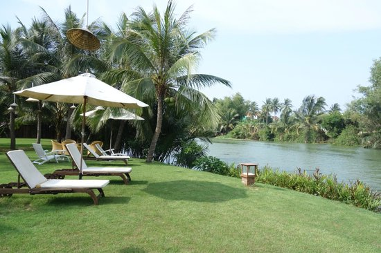 Hoi An Riverside Bamboo Resort: View to the river