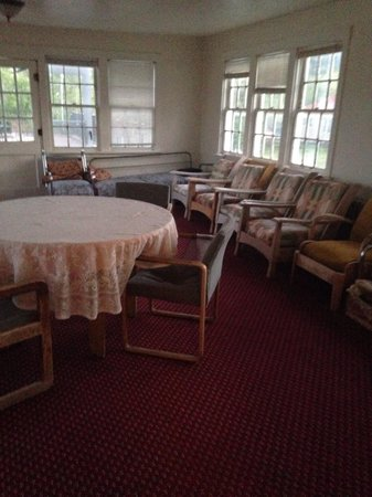 Symes Hot Springs: Funky upstairs sunroom