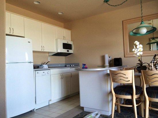 Riviera Shores Resort : Kitchen area - fully stocked