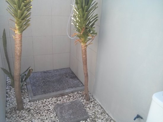 Oceane and Alexyane Paradise Bungalows: Nice shower, never enjoyed it so much