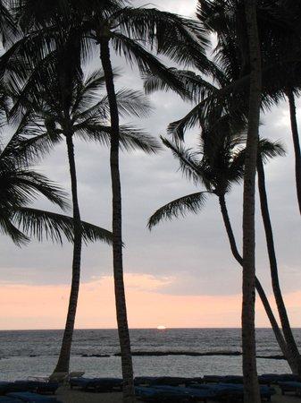Mauna Lani Bay Hotel & Bungalows: Sunset